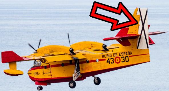 Cruz de san andrés en aviones españoles representada sobre un fondo blanco con las aspas de color negro