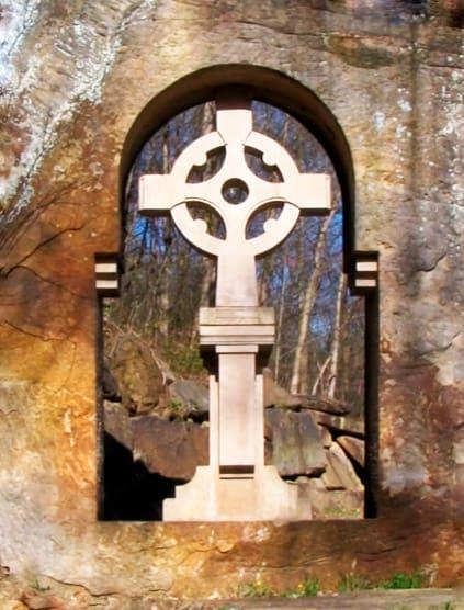 cruz celta de piedra